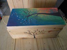 Caixinha retangular em madeira de pallets com alça de sizal. <br>Pintura acrílica sobre madeira, ?Árvore no Anoitecer?.