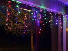 Rideau lumineux LED http://www.rotopino.fr/rideau-lumineux-led-stalactites-multicouleur-60-elements-bulinex-20-091,46411 #noel #rideau #lumineux #rotopino