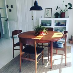 Esszimmer Ideen Esszimmer einrichten How to Select an Installer for Your Solar Panels With the new r Simple Living Room, Apartment Living, Home And Living, Living Room Decor, Living Spaces, Deco Boheme Chic, Dining Room Lighting, Dining Room Design, Dining Set