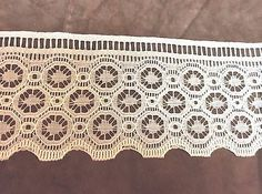 Cream Wide Lace Trim with Octagon Flowers  4 inches  1 yard