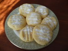 Recipes and Help - Scrummy lemon melt cookies Thermomix Desserts, Biscuits, Sweet Treats, Lemon, Yummy Food, Sweets, Cookies, Drink, Baking