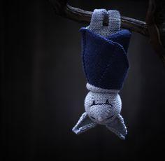 Stricken Fledermaus hängen