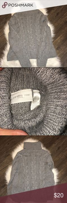 New W/o tags. Liz Claiborne Lizsport sweater New W/o tags. Liz Claiborne Lizsport sweater! Perfect for the chilly weather we are starting to get. This is a heavy sweater and will keep you nice and cozy this fall/winter Liz Claiborne Sweaters Cowl & Turtlenecks