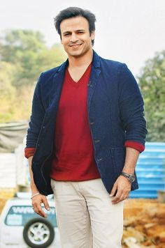 Vivek Oberoi at a cleanliness event in Mumbai. Bollywood Stars, Bollywood Fashion, Vivek Oberoi, Dia Mirza, Parineeti Chopra, In Mumbai, Bollywood Celebrities, Handsome, Actresses