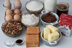 Prajitura Kinder Bueno - Bucătăria Urecheatei Romanian Desserts, Chocolate Fondue, Nutella, Breakfast, Food, Pies, Recipes, Morning Coffee, Eten