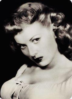 Maureen O'Hara, whom I was named after. Old Hollywood Glamour, Vintage Hollywood, Hollywood Stars, Classic Hollywood, Hollywood Divas, Classic Actresses, Hollywood Actresses, Beautiful Actresses, Actors & Actresses
