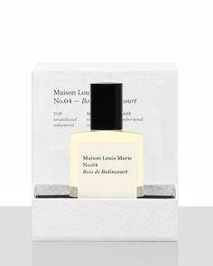This scent is a sandalwood fragrance with a dominant cedarwood & sandalwood accord supplemented by a spicy cinnamon nutmeg complex with an earthy vetiver note  Top Note: sandalwood, cedarwood Mid Note: vetiver, nutmeg, cinnamon Base Note: amber wood