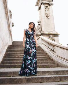 Look vestido longo. Escadaria