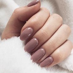 Pretty mauve nail polish easy to Do it yourself #mauve #nails