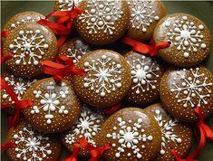 Gingerbread Christmas Decor, Gingerbread Decorations, 1st Christmas, Christmas Baking, Gingerbread Cookies, Christmas Holidays, Christmas Crafts, Christmas Decorations, Christmas Biscuits