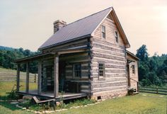 This is my favorite style log cabin. Small Log Homes, Log Cabin Homes, Log Cabins, Log Cabin Exterior, Log Home Living, Cabin Plans, House Plans, Cabins And Cottages, Cozy Cabin