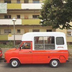 Ford Transit Food Van #ford #fordvan #fordtransit #almdudler #vanlife #van #soloparking #campvibes #adventuremobile  #campervan #campervanculture #vintagevan #ourcamplife #homeiswhereyouparkit #vanlove #vanfan #vannin #instacars #carsofinstagram #igersberlin #Berlin #vansofberlin @almdudler