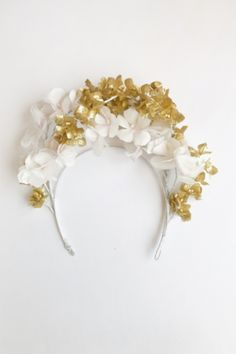 Heili Bridal spring/summer 2020 bridal accessories are full of gold! This white and gold Nellie flower tiara is an intricate and romantic bridal headpiece with luxurious silk flowers and gold accents. Headpiece Wedding, Wedding Veils, Bridal Headpieces, Hair Wedding, Wedding Dresses, Veil Hairstyles, Wedding Hairstyles, Hairstyle Ideas, Flower Tiara