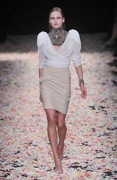 Givenchy Parigi - Haute Couture Spring Summer 2009 - Shows - Vogue. Passion For Fashion, Love Fashion, High Fashion, Luxury Fashion, Fashion Show, Fashion Design, Egyptian Fashion, Haute Couture Looks, Couture Collection