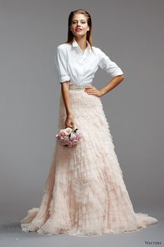 Braut Mode Trends - Eine lässige Bluse in Kombination mit einem märchenhaften . Two Piece Wedding Dress, Wedding Skirt, Wedding Dresses 2014, Wedding Gowns, Wedding Attire, Wedding Entourage, Stunning Wedding Dresses, Ivory Wedding, Wedding Bridesmaids