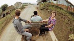 """Por Camila Fróis, daGarupa Cheiro de mato, calor do fogão à lenha, sabor de galinha caipira e hortaliças orgânicas recém-colhidas no quintal. Essa é a receita da visita aos agricultores da Associação Acolhida na Colônia, responsável por um premiado programa de turismo rural no interior de Santa Catarina. Em Agronômica (um dos municípios que integram...<br /><a class=""""more-link""""…"""