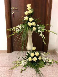 Contemporary Flower Arrangements, Flower Arrangement Designs, Altar Flowers, Funeral Flower Arrangements, Church Flowers, Beautiful Flower Arrangements, Funeral Flowers, Flower Vases, Floral Arrangements