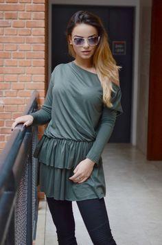 Tunika jednokolorowa o dziewczęcym fasonie, posiadająca dwuwarstwową falbankę. Modny design i niepowtarzalny wygląd, doskonałe do licznych stylizacji na każdą okazję.Tunika z falbanką Blouse, Long Sleeve, Sleeves, Tops, Women, Fashion, Tunic, Moda, Long Dress Patterns