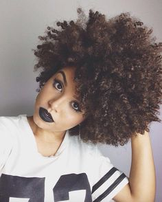 Big Afro hairstyles are basically the bigger and greater version of the Afro hairstyles. Afro which is sometimes shortened as 'FRO, is a hairstyle worn naturally outward by The African American black people. Natural Hair Journey, Natural Hair Tips, Natural Hair Styles, Natural Curls, Medium Natural Hair, Medium Length Natural Hairstyles, Natural Beauty, Pelo Afro, Pelo Natural