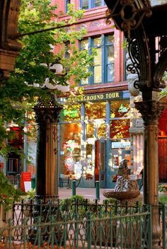 Pioneer Square, Washington 先鋒廣場,華盛頓   Pioneer Square by ChloeFaith on Flickr
