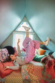 Millie Bobby Brown, Angel Olsen, Brown Converse, Converse Chuck, Browns Fans, Tinashe, Brown Wallpaper, Cast Stranger Things, Enola Holmes