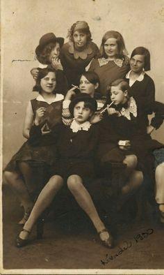 http://benflods.tumblr.com/post/29362538653/1930s-teen-delinquents-credit