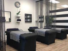 Spa Room Decor, Beauty Room Decor, Beauty Salon Decor, Black Interior Design, Salon Interior Design, Massage Therapy Rooms, Esthetics Room, Lash Room, Studios