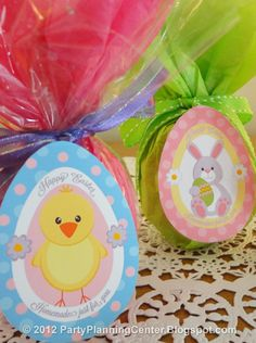 #Easter treat recipe to make crispy Easter eggs and lollipops, complete with free printable labels and instructions