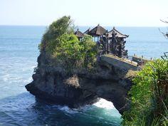 visite du temple uluwatu à bali indonésie