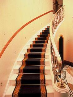 Tapis d 39 escalier sur pinterest striped carpet stairs for Moquette sur escalier