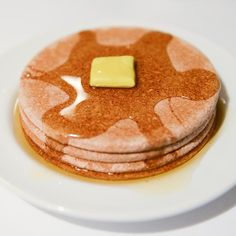 My real pancakes never look this good.  Pancakes= coasters painted with eyeshadow (for texture)  Syrup = Neutrogena shower gel Butter = adhesive putty #foodnotfood #foodart #art #whynot #pancakeart