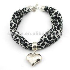 tela de moda collar bufanda con el corazón colgante