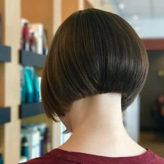 33 Hottest A-Line Bob Haircuts You'll Want to Try in 2020 - Feminine Edges hairstyle - Retro Hairstyles, Latest Hairstyles, Straight Hairstyles, Simple Hairstyles, Everyday Hairstyles, Black Hairstyles, Line Bob Haircut, Short Bob Haircuts, Corte Y Color