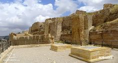 Mohutné hradby hradu Karak v Jordánsku