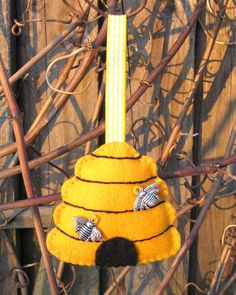 I know it says it's a Mother's Day gift but . . . yet again, another really pretty felt ornament. mothers day, lavend bag, birthdays, lavender bags, felt beehiv, mother day gifts, felt ornaments, honey bees, beehiv lavend