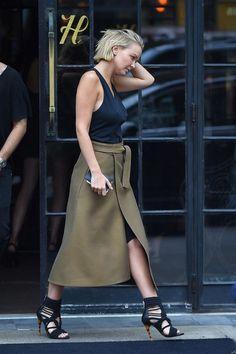 Wraped Detail in der Mode-Welt berühmten Designer Diane von Fürstenberg wurde mit den wunderschönen Kleidern loggt. Das moderne und femini...