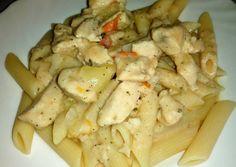 (6) Sajtkrémes csirkemell penne tésztával | Borostyán receptje - Cookpad receptek Penne, Pasta Salad, Meat, Chicken, Ethnic Recipes, Food, Red Peppers, Crab Pasta Salad, Essen