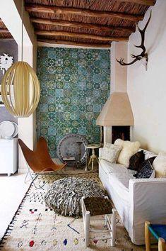 Fliesen-Deko Ideen: moderne Design Ideen, Einrichtungsideen mit marokkanischen Fliesen: Wohnzimmer mit Kamin