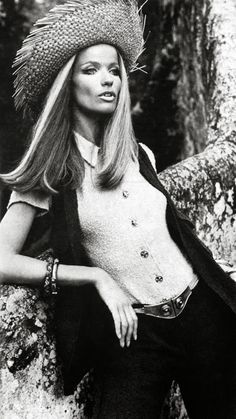 Veruschka in navy blue pants and vest worn over beige shirt of cotton toile by Renee Veron, photo by Rubartelli, French Vogue, 1969 Fashion, Fashion Models, Vintage Fashion, Fashion Outfits, Womens Fashion, Fashion Trends, Patti Hansen, Lauren Hutton, Divas