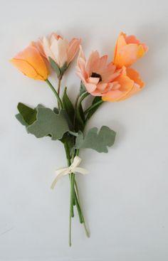 Пользовательские чувствовал букет и цветы гирлянды Эмили по TheFiberFlorist