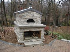 Residential pizza ovens photographed at customer homes throughout the world. These pizza oven photos serve to provide inspiration and instruction for those planning to build their dream outdoor kitchen using a Forno Bravo pizza oven.