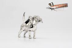 Vakkancs miniszobor kutyás ékszerek - Beagle ezüst miniszobor medál Beagle Dog Breed, Hungary, Sterling Silver Pendants, Dog Breeds, The Incredibles, Jewels, 3d, Dogs, Artist