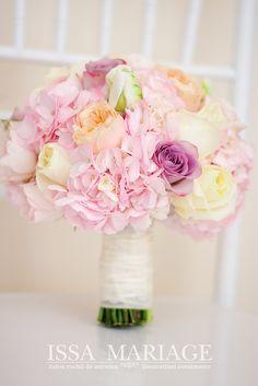 buchet mireasa trandafiri davida austin somon Wedding Bouquets, Wedding Ideas, Table Decorations, Wedding Brooch Bouquets, Bridal Bouquets, Wedding Bouquet, Wedding Flowers, Wedding Ceremony Ideas, Dinner Table Decorations