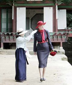 Denmark's Queen Margrethe II, right, listens to guide's briefing at Changdeokgung Palace in Seoul, South Korea, Wednesday, October 10, 2007. (AP Photo/Lee Jin-man)