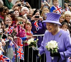 Queen Elizabeth II greets well wishers during a visit to Exeter city centre on May 2012 in Exeter, England. The Queen and Duke of Edinburgh are visiting the South West of England as part of their. Exeter City, Lab, Reine Victoria, Salman Rushdie, Mind The Gap, Prince Phillip, George Vi, Walkabout, Save The Queen