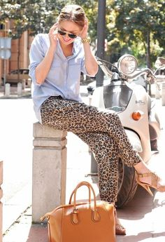 Leopard pants/ Great casual look Glamour Fashion, Look Fashion, Womens Fashion, Cheap Fashion, Fashion 2017, Fashion Shoes, Girl Fashion, Spring Summer Fashion, Autumn Fashion