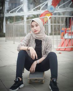 Beautiful Muslim Women, Beautiful Hijab, Beautiful Asian Girls, Pretty Girls, Hijabi Girl, Girl Hijab, Hot Muslim, Hijab Jeans, Arab Girls Hijab