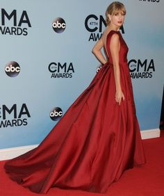Taylor Swift wearing Red Gown and Red Lipstick at CMA Awards | Bright Lipsticks