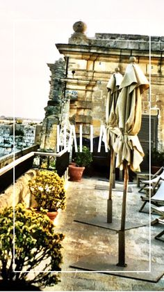 °Die Dachterrasse im einzigen Hotel in Mdina °The roof terrace in the only hotel in Mdina Malta, Terrace, Table Decorations, Home Decor, Forts, Sicily, Rooftop Terrace, Destinations, Balcony