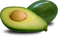 """Máscara de abacate   Receita:  ½ abacate maduro amassado + 1 gema de ovo + 2 colheres de sopa de mel. Passe a mistura nos cabelos, massageie, envolva em uma touca de papel alumínio e deixe agir por + ou - 30 minutos. Enxágue em seguida.   """"o abacate é ótimo para tratar os fios ressecados."""""""